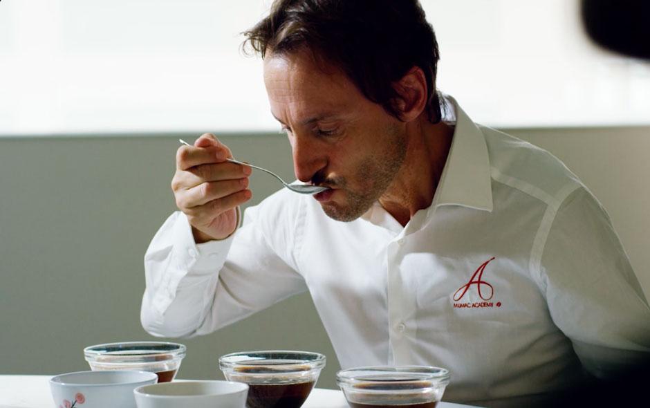 barista_assaggia_caffe
