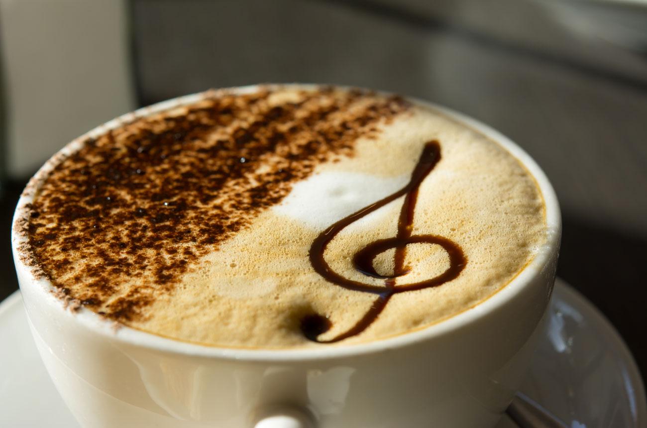 cappuccino_decorato_con_nota_musicale
